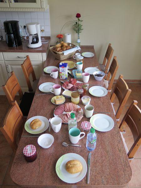 Frühstückstisch im Speisehaus Weidenröschen